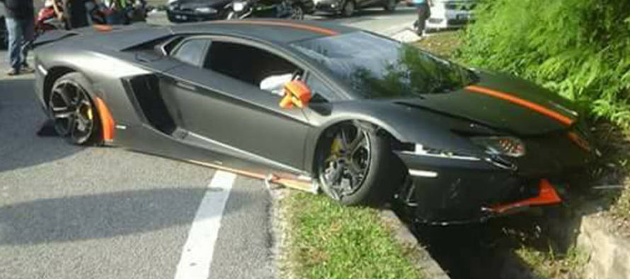Βαριά τραυματισμένη μια Lamborghini Aventador