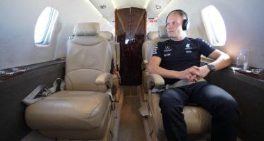 Πώς ταξιδεύουν στον αέρα οι πιλότοι της Mercedes; (video)