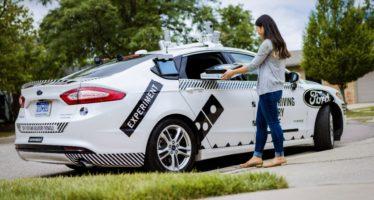 Ένα Ford Fusion χωρίς οδηγό παραδίδει πίτσες