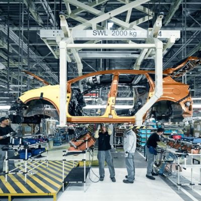 147356_Nissan_Murano_in_production_at_Saint_Petersburg_plant