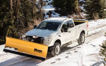 Το Nissan Titan XD καθαρίζει τους δρόμους από τα χιόνια