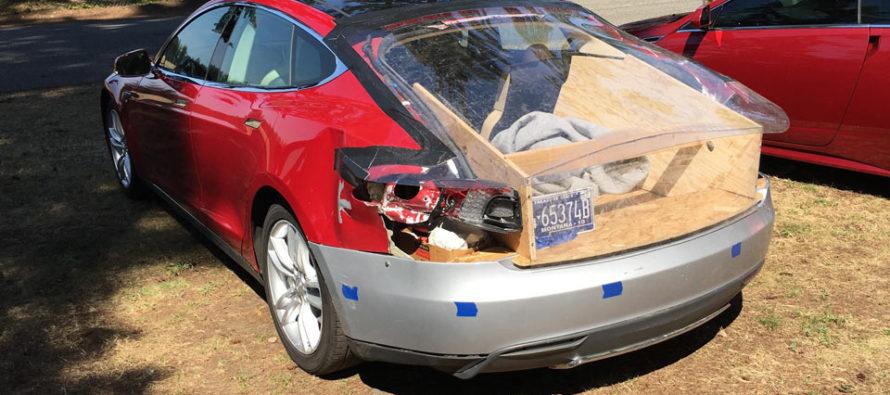 Τρακαρισμένο Tesla Model S επισκευάστηκε με ξύλο