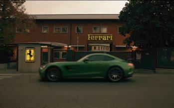 Η Mercedes AMG GT R προκαλεί στην έδρα της Ferrari (video)
