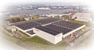 Ηλιακά πάνελ σκεπάζουν τις εγκαταστάσεις της Nissan