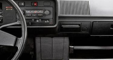 Tα ηχοσυστήματα του VW Golf από το 1974 μέχρι σήμερα (video)