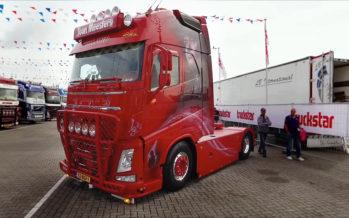Φορτηγό της Volvo αφιερωμένο σε έναν τραγουδιστή (video)