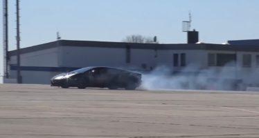 Δείτε μια Lamborghini Aventador να καίει λάστιχα (video)