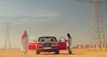 Μαντίλα και οδήγηση στη νέα διαφήμιση της Coca-Cola (video)