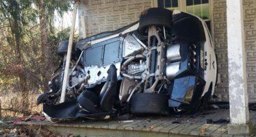 Πάνω σε σπίτι έπεσε μια Chevrolet Corvette Z06