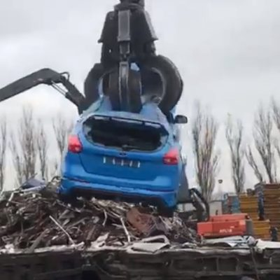 ford-focus-rs-crushed-junk-yard-5