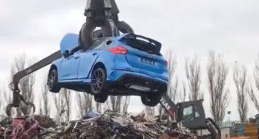 Δείτε ένα Ford Focus RS να γίνεται παλιοσίδερα