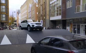 To Range Rover Evoque περνάει άνετα το μεγαλύτερο σαμαράκι (video)
