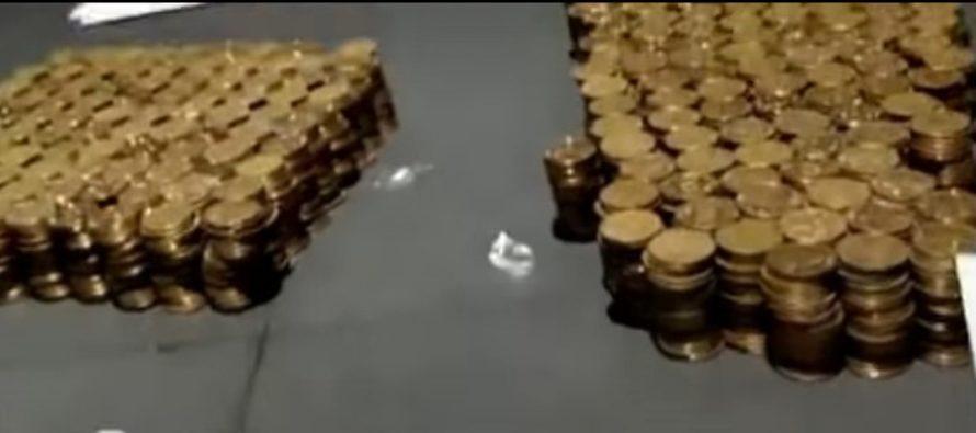 Έδωσε προκαταβολή 11.000 δολάρια για BMW σε κέρματα (video)