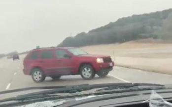 Γλίστρησε στον πάγο ένα Jeep Grand Cherokee (video)