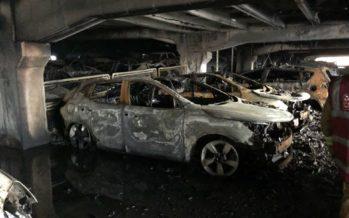 Παρανάλωμα του πυρός 1.400 αυτοκίνητα