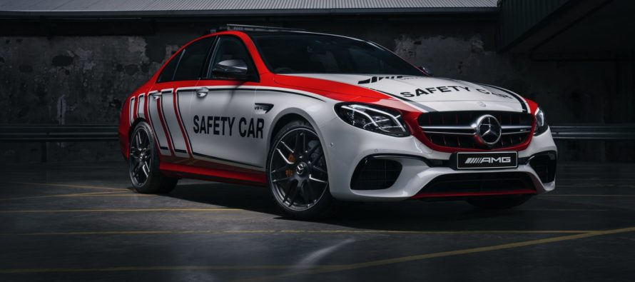 Τι κάνει η Mercedes AMG E63 S 4MATIC+ μέσα στις πίστες;
