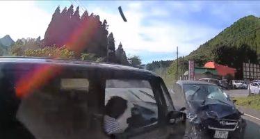 Σφοδρή σύγκρουση τεσσάρων αυτοκινήτων (video)