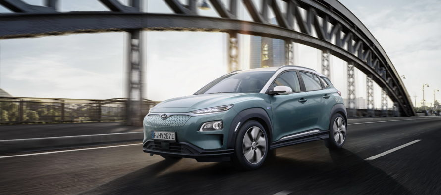 Φορτίζει και κινείται για 470 χλμ. το Hyundai Kona (video)