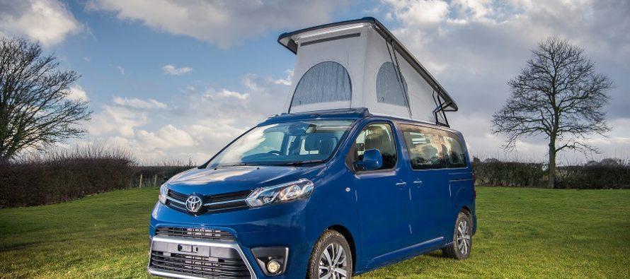 Το Toyota Proace Lerina με διπλό κρεβάτι στην οροφή