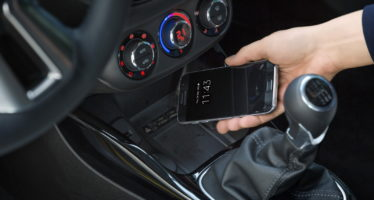 Απαγόρευση χρήσης κινητού ακόμα και σε σταματημένο αυτοκίνητο