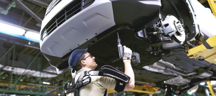 Πώς οι εργαζόμενοι της Ford αποκτούν επιπλέον δύναμη; (video)