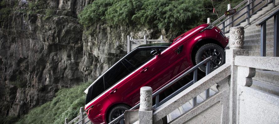 Πόσα σκαλοπάτια ανέβηκε το Range Rover Sport PHEV; (video)