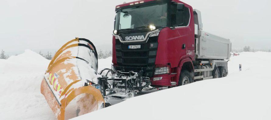 Δείτε το εκχιονιστικό φορτηγό της Scania (video)