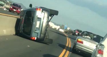 Τσακωμός οδήγησε στην ανατροπή οχήματος (video)