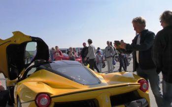 Κοσμοσυρροή για μια LaFerrari που σταμάτησε σε βενζινάδικο (video)