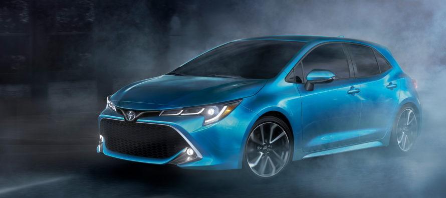 Η νέα Toyota Corolla αποκαλύπτει το εσωτερικό του Auris