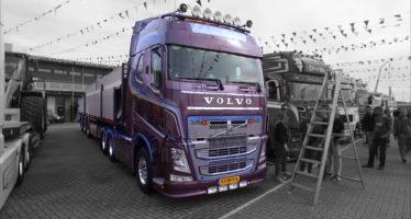 Το μωβ φορτηγό Volvo που χρειάστηκε 800 ώρες εργασίας (video)
