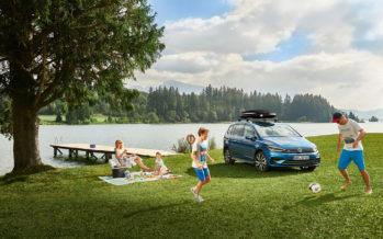 Πόσο χρονών είναι το Volkswagen Touran και πόσες πωλήσεις έχει κάνει;
