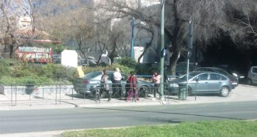 Διπλή παράνομη στάθμευση πάνω σε πεζοδρόμιο της Λ. Αλεξάνδρας