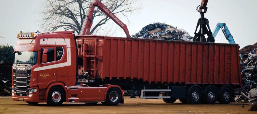 Το Scania που μεταφέρει βουνά από παλιοσίδερα (video)