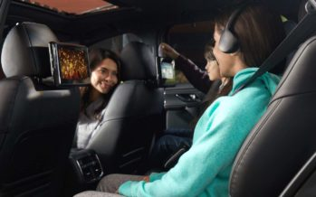 Οθόνες, ακουστικά, και τηλεχειριστήρια για τους πίσω επιβάτες του Mazda CX-9