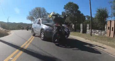 Μετωπική σύγκρουση μοτοσικλέτας με SUV (video)