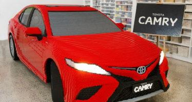 Το Toyota Camry χτισμένο από 500.000 τουβλάκια της Lego
