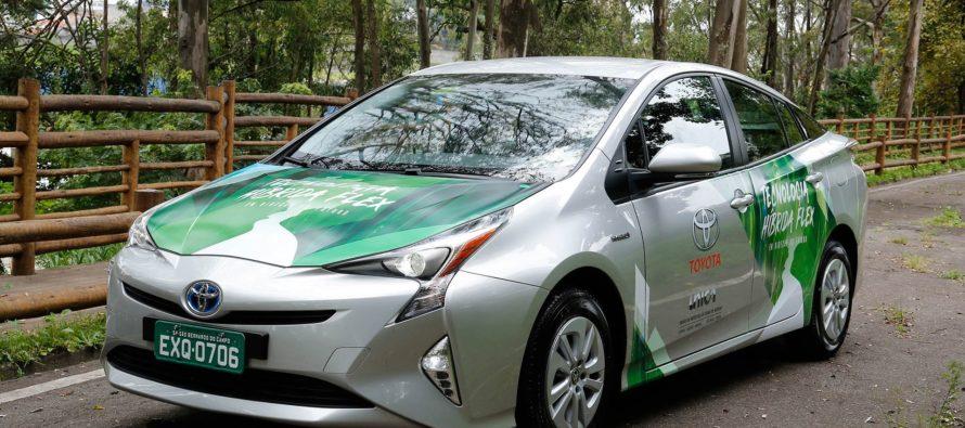 Ένα Toyota Prius που καταναλώνει αιθανόλη