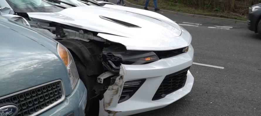 Mια Chevrolet Camaro τράκαρε με ένα Kia Cee'd (video)