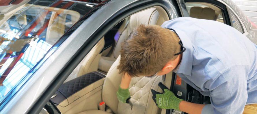 Έσκισε με μαχαίρι το κάθισμα μιας Mercedes S-Class (video)