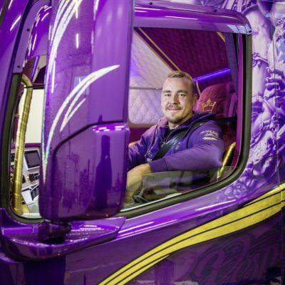 Violetter Fahrertraum aus Finnland