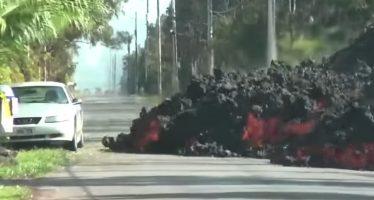 Δείτε λάβα ηφαιστείου να καταπίνει ένα Ford Mustang (video)