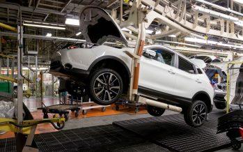 Γιατί και που περιορίζει η Nissan την παραγωγή της;