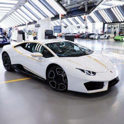 Pope-Lamborghini-Huracan-Auction-13
