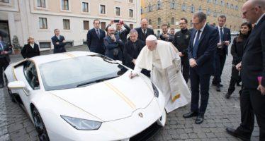 Δημοπρατείται η Lamborghini Huracan του Πάπα Φραγκίσκου
