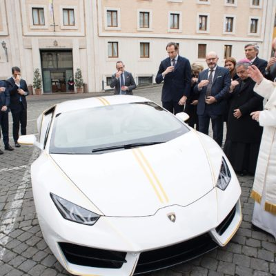 Pope-Lamborghini-Huracan-Auction-3