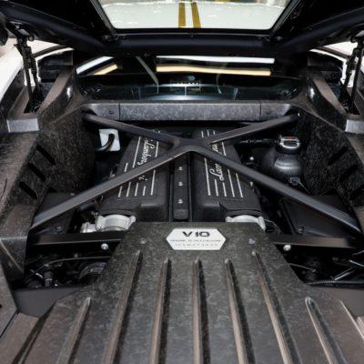 Pope-Lamborghini-Huracan-Auction-6
