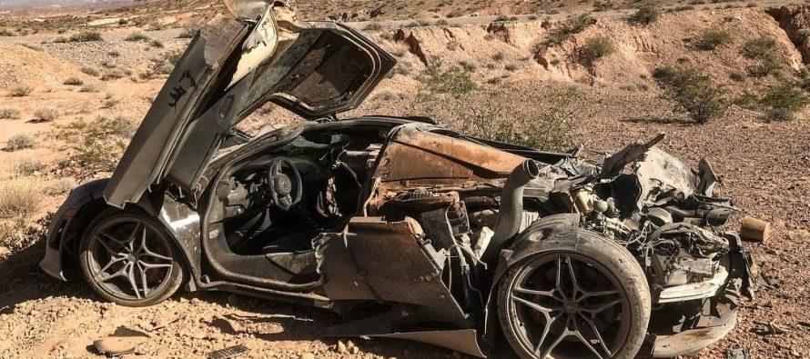 Μια McLaren 720S βρέθηκε κατεστραμμένη στην έρημο