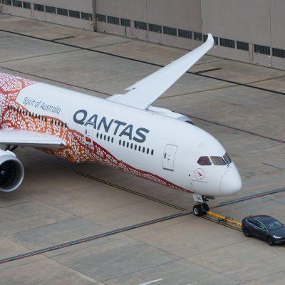 qantas-boeing-787-9-tesla-model-x-2