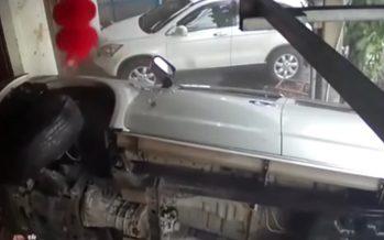 Δείτε τη στιγμή πρόσκρουσης αυτοκινήτου σε κτίριο (video)
